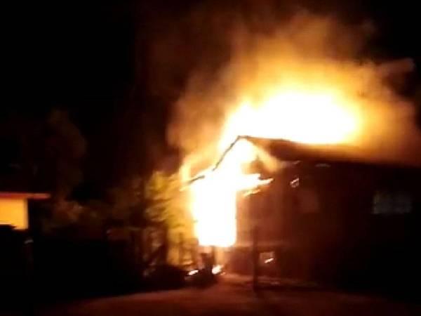 Sebuah rumah di Kampung Nail, Kuala Besut musnah dalam kebakaran malam tadi.