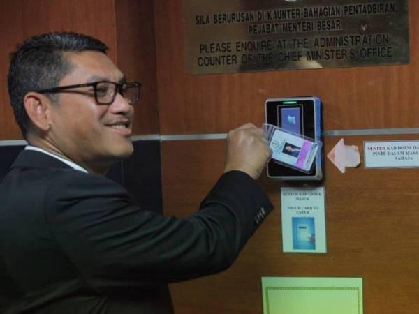 Ahmad Faizal memulakan tugas secara rasmi sebagai Menteri Besar Perak ke-13 hari ini.