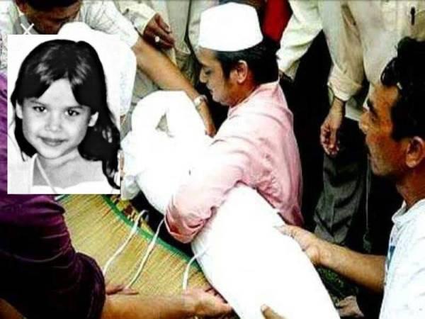 Jazimin menguruskan jenazah Allahyarham Nurin Jazlin.