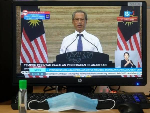 Muhyiddin mengumumkan Perintah Kawalan Pergerakan dilanjutkan sehingga 14 April 2020 pada perutusan khas yang disiarkan secara langsung hari ini. -Foto Bernama