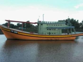 Bot dinaiki enam nelayan yang dilaporkan tidak pulang selepas lapan hari turun ke laut.- Foto: Ihsan APMM Terengganu