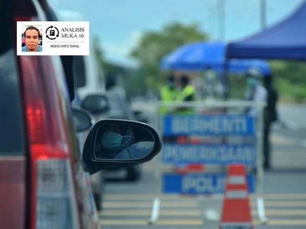 Anggota polis dan tentera membuat sekatan jalan raya bagi menasihati orang ramai yang masih lagi keluar rumah. -Foto Bernama