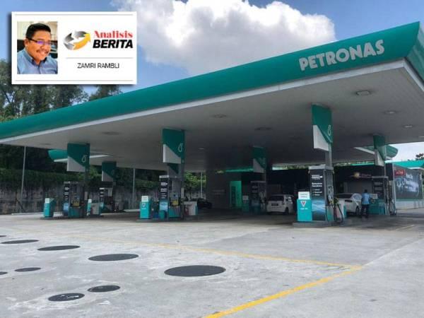 Sebuah stesen minyak di Shah Alam lengang walaupun harga minyak RON95 minggu ini semakin jatuh kepada RM1.38 seliter.