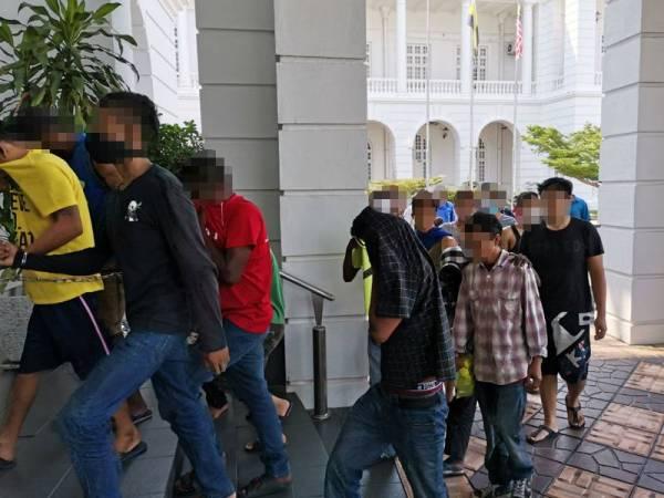 Seramai 33 individu termasuk kanak-kanak didakwa di Mahkamah Majistret atas pertuduhan ingkar PKP hari ini.