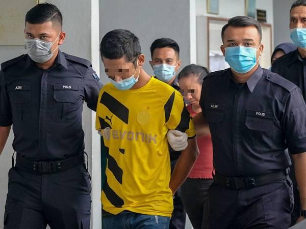 Seorang pekerja kedai makanan mengaku tidak bersalah di Mahkamah Sesyen Melaka hari ini atas pertuduhan cuba membunuh seorang anggota tentera di Kem Terendak Sungai Udang minggu lepas. - Foto Bernama