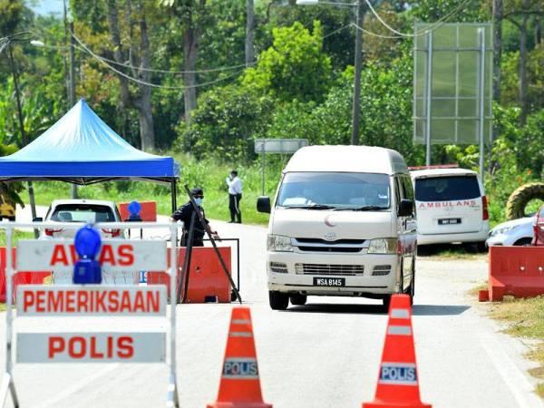 Kerajaan menguatkuasakan Perintah Kawalan Pergerakan Diperketatkan (PKPD) di kawasan Batu 21 hingga Batu 24 Sungai Lui. -Foto Bernama