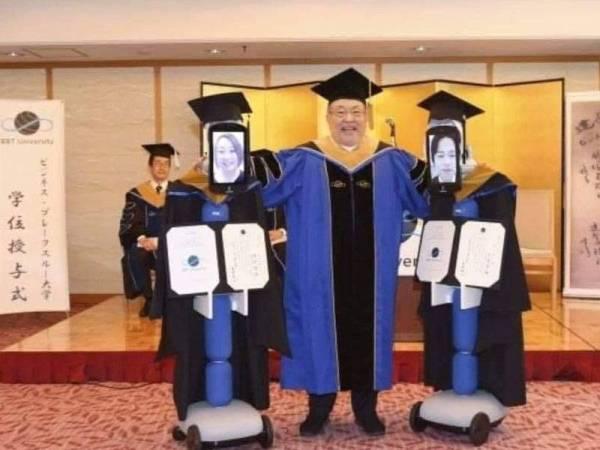 Majlis konvokesyen di Tokyo menggunakan robot bagi menggantikan graduan.