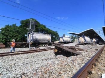 Enam geranak tren kargo tergelincir di Stesen Kereta Api Tanjung Malim namun tiada kemalangan jiwa dilaporkan. Foto KTMB.