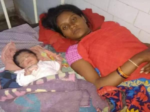 Kalli selamat melahirkan bayi lelaki. - Foto Times of India