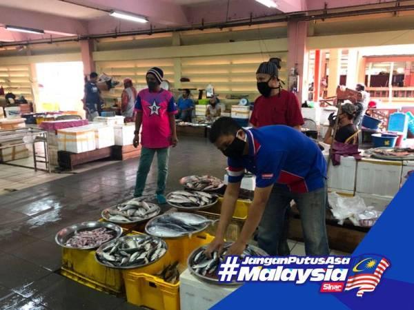 Pelbagai jenis ikan boleh didapati di Pasar Siti Khadijah walaupun ketika tempoh PKP berkuat kuasa.