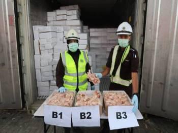 Keratan bahagian ayam sejuk beku bernilai RM265,067.67 diimport dari Hong Kong yang dirampas Maqis Selangor, baru-baru ini.