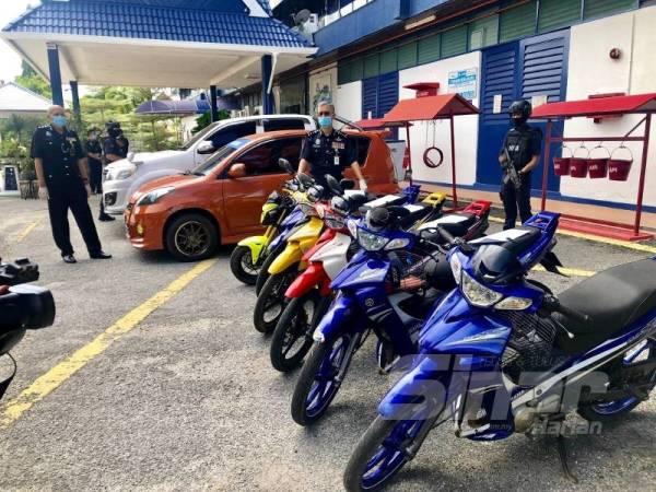 Harta sitaan termasuk lima motosikal, dua kenderaan, wang tunai dan barangan kemas keseluruhannya bernilai RM212,206 dirampas daripada tiga individu termasuk seorang peniaga kosmetik wanita warga Thailand.