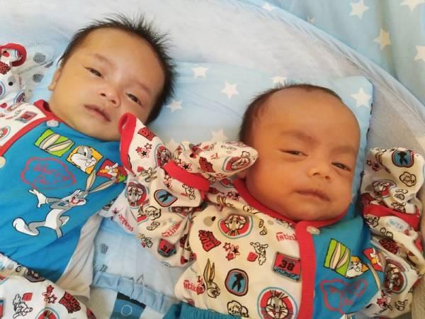 Fattah Salahuddin (kiri) dan Fattah Zulfadli (kanan) manakala Fattah Zulfaqar kembar ketiga masih dirawat di hospital.