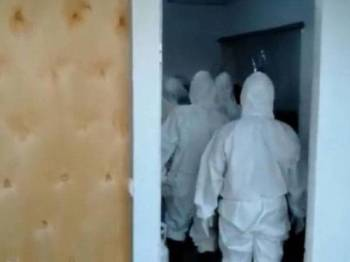Paparan video petugas perubatan berada di bilik mayat di hospital tersebut. - Foto Detik News