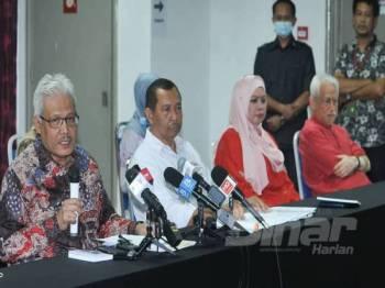 Rina turut hadir ketika sidang media Setiausaha Agung Bersatu, Datuk Seri Hamzah Zainuddin di Menara Yayasan Selangor. -Foto:ROSLI TALIB