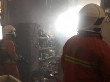 Kedai kuih tradisional bahulu terbakar dalam kejadian di Pasar Tani Kekal Guar Chempedak.