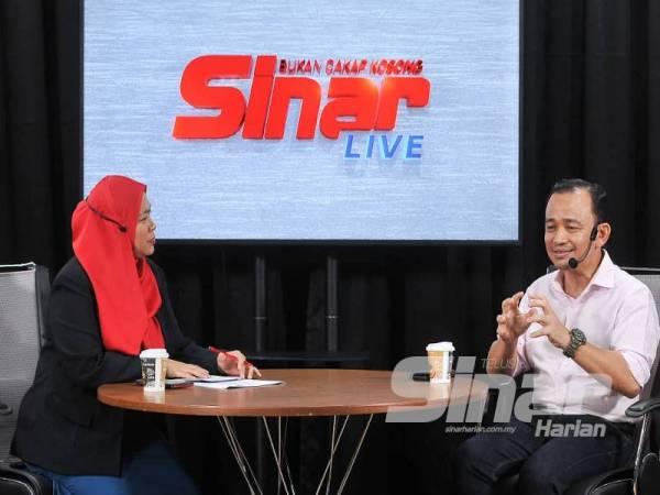 Maszlee dan Haslina (kiri) ketika wawancara yang diadakan secara langsung menerusi segmen Bukan Cakap Kosong di Sinar Harian.