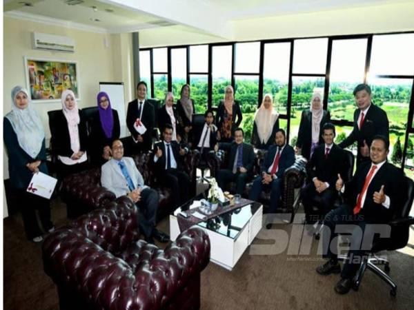 Kesemua 14 penyelidik muda menerima geran penyelidikan sebanyak RM20,000 bagi bidang Sains dan Teknologi manakala RM10,000 bagi bidang Sains Sosial bagi tempoh program selama setahun.