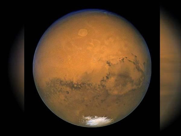 Marikh dikenali juga sebagai planet merah. - Foto AFP