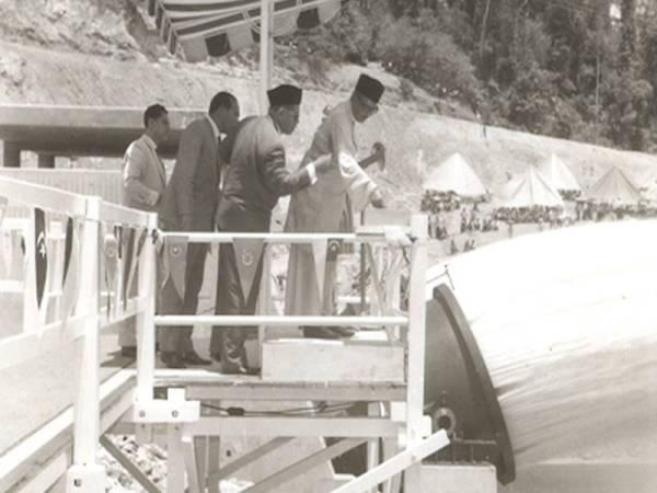 Perasmian Empangan Pedu yang disempurnakan oleh Allahyarham Tunku Abdul Rahman Putra Al-Haj pada tahun 1969.
