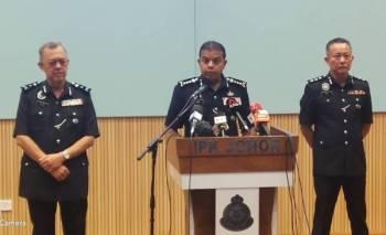 Ayon Khan mengadakan sidang akhbar di IPK Johor, Johor Bahru, hari ini.