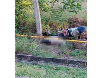 Mayat mangsa dipercayai langgar lari ditemui di tepi jalan di lokasi (foto: ihsan pembaca)