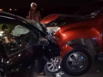 Dua buah kenderaan bertembung dalam kejadian malam semalam.