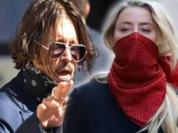Depp (kiri) dan bekas isterinya, Heard hadir pada perbicaraan di Mahkamah Tinggi di tengah London, UK hari ini. - Foto: Agensi