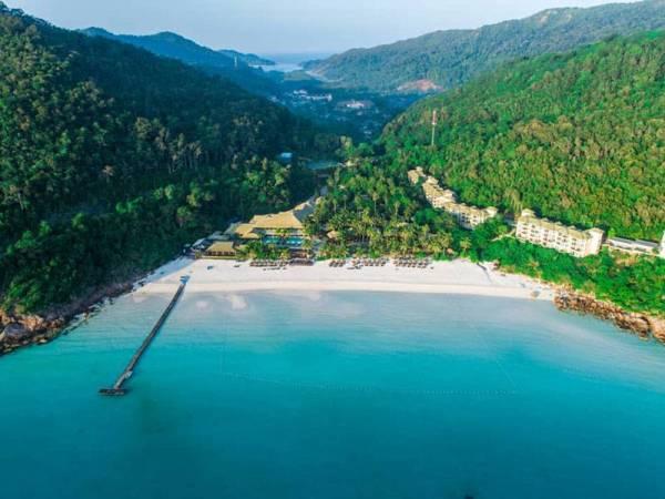 Pemandangan dari laut menonjolkan keindahan persekitaran The Taaras Beach and SPA Resorts.