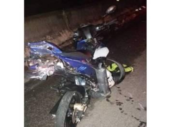 Keadaan salah sebuah motosikal yang terbabit dalam kemalangan di Kilometer 192.4, LPT 1 malam tadi. - Foto ihsan bomba
