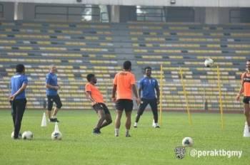 Durakovic memantau sesi latihan pemain Perak di Stadium Perak.