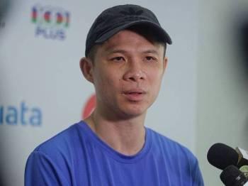 Pengarah Kejurulatihan Persatuan Badminton Malaysia (BAM) Wong Choong Hann ditemuramah pemberita ketika sesi latihan pemain negara di Akademi Badminton Malaysia (ABM) hari ini. - Foto Bernama