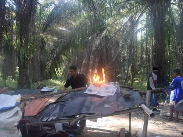 Pihak polis membakar sarang penagih dadah menerusi Ops Sarang Khas pada Ahad lalu.