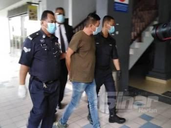 Sea Hai dibawa keluar dari Mahkamah Majsitret Ayer Keroh, hari ini.