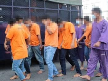 13 individu disyaki terlibat dalam pergaduhan dua kumpulan penarik kereta dibawa ke Kompleks Mahkamah di Tunjong hari ini.