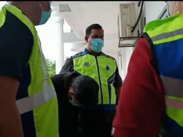 Mohd Hairil Izzuan didakwa di Mahkamah Majistret Sepang hari ini kerana membunuh isterinya.