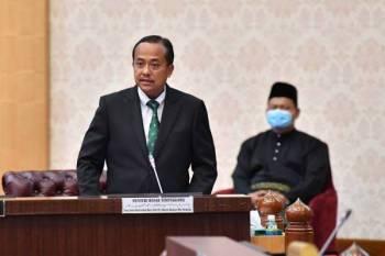 Ahmad Samsuri ketika berucap pada sesi penggulungan dalam Persidangan DUN Terengganu Ke-14 di Wisma Darul Iman, hari ini.