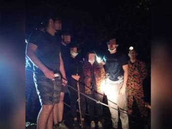 Anggota bomba berjaya membawa turun kesemua mangsa yang sesat di Pines Tree Trail, Bukit Fraser di sini semalam.