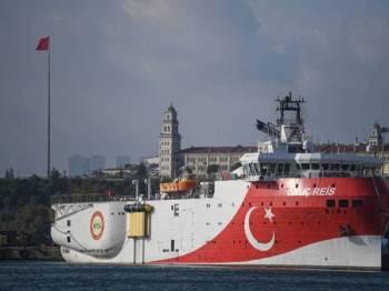Turki menghantar kapal penyelidikan geologi, Oruc Reis ke timur Mediterranean bagi meneroka minyak dan gas sekali gus menimbulkan kemarahan Greece. - Foto AFP