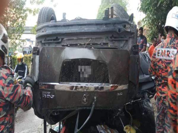 Keadaan kenderaan yang terbabit dengan nahas tiga kenderaan di Ulu Tiram pagi tadi. Foto: JBPM