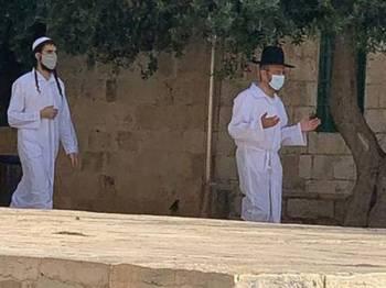 Pelampau Yahudi terbabit bertindak menceroboh pekarangan Masjid al-Aqsa walaupun ia telah ditutup sejak Jumaat lalu. - Foto: Agensi