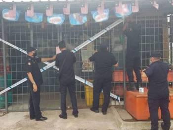 Antara premis yang diarah tutup dalam operasi dilaksanakan sekitar Seksyen 30, Shah Alam.