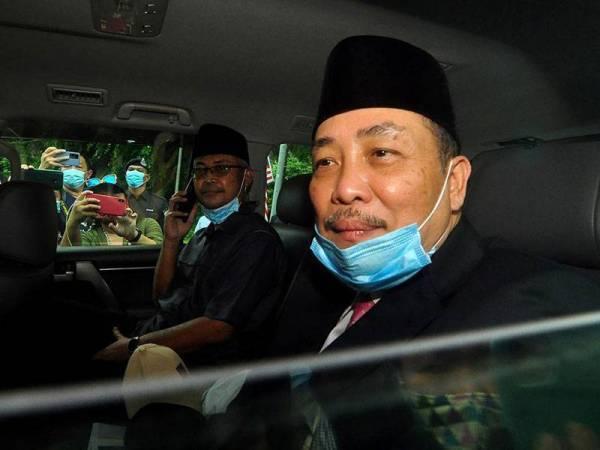 Tun Juhar Mahiruddin hari ini bersetuju melantik Hajiji Noor sebagai Ketua Menteri Sabah yang baharu. - Foto Bernama