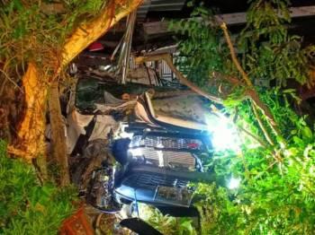 Keadaan pacuan empat roda yang terbabit kemalangan di Kilometer 16 Jalan Sungai Ruan-Lembah Klau di sini awal pagi ini.