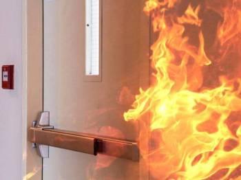Tiga sekeluarga termasuk bayi lelaki nyaris maut selepas bilik di sebuah hotel bajet yang disewa mereka musnah dalam kebakaran. Foto 123RF