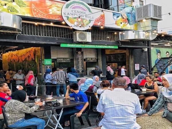 Melalui inovasi yang dilakukan terhadap menu, Cendol Kampung Hulu berjaya menarik lebih ramai pelanggan