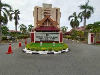 Kesemua tertuduh dibawa ke Kompleks Mahkamah Majistret/Sesyen dan Tinggi Kuala Terengganu hari ini.