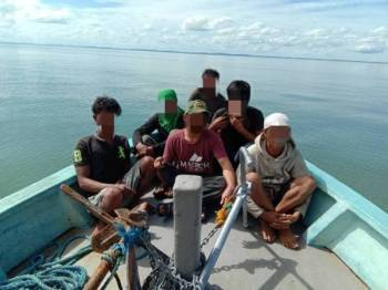 Enam PATI ditahan APMM selepas didapati cuba menyeludup rokok ke Sandakan.