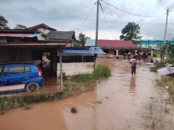 Setakat jam 7 petang tadi seramai 15 mangsa banjir kilat ditempatkan di PPS Sekolah Kebangsaan Teluk Ramunia.