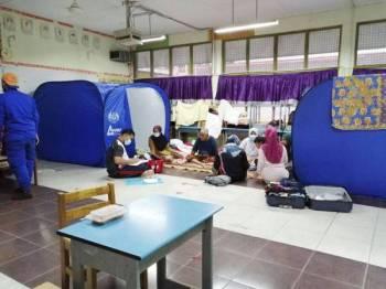 Keadaan PPS di SK Kayan yang kini menempatkan 30 mangsa banjir.